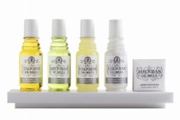 set de amenities hierbas de ibiza perfumes para el hotel formato frasco